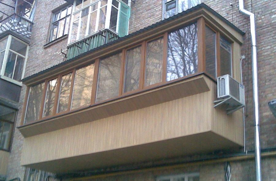 Длинный балкон с выносом по плите