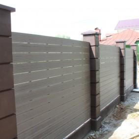 Современный забор из террасной доски