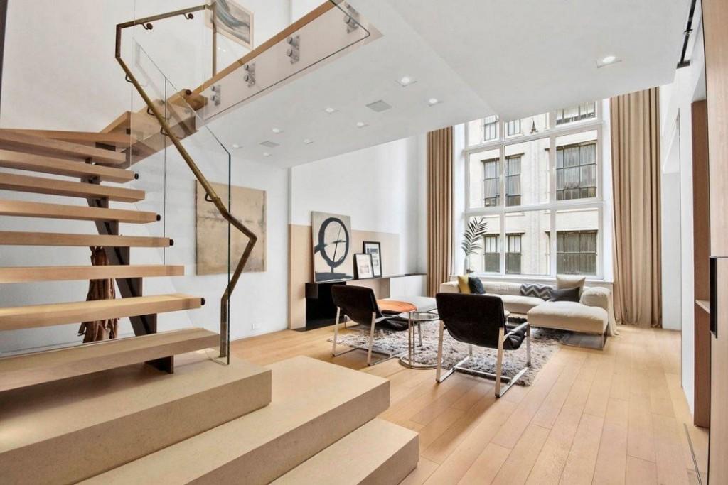 Маршевая лестница на второй уровень элитной квартиры
