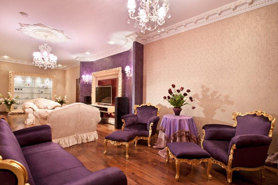 Использование фиолетового цвета в классических интерьерах