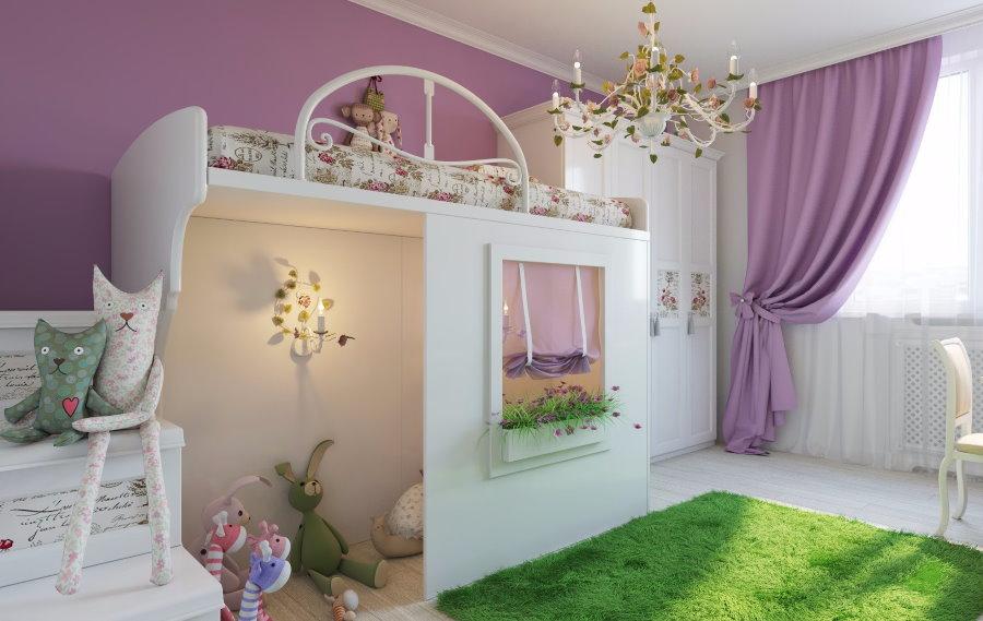 Зеленый ковер на полу в комнате девочки