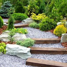 Гравийная засыпка садовой лестницы