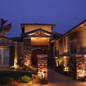 Освещение парадной зоны загородного дома