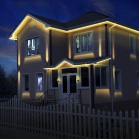 Линейные светильники на крыше дома