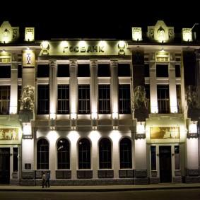 Наружное освещение дома с красивым фасадом