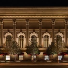 Декоративное освещение на общественном здании