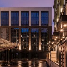 Освещение фасада промышленного здания
