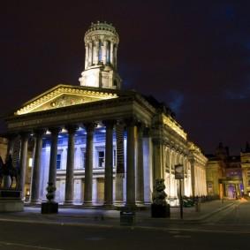 Фото дворца культуры в темное время суток