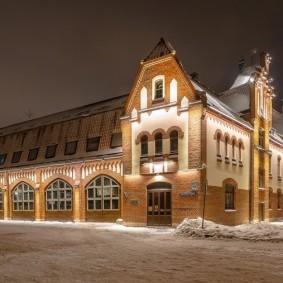 Подсветка промышленного здания в зимнее время