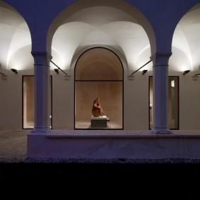 Подсветка арочных сводов жилого здания