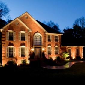Вариант декоративной подсветки садового дома