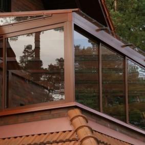 Застекленный балкон на загородном доме
