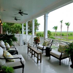 Просторная терраса для летнего отдыха