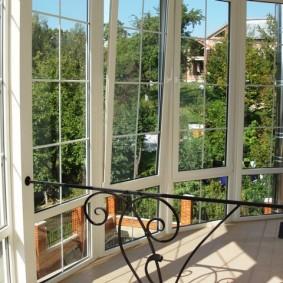 Остеклении балкона в частном доме