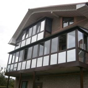 Застекленный балкон подвесной конструкции