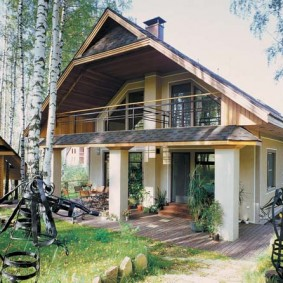 Загородный дом с двускатной крышей