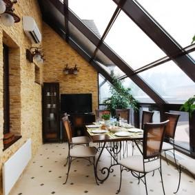 Меблировка балкона с крышей из стекла