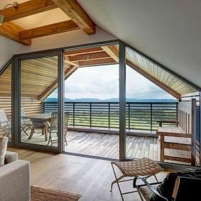 Панорамные окна в мансарде с балконом
