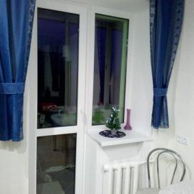 Короткие шторы синего цвета