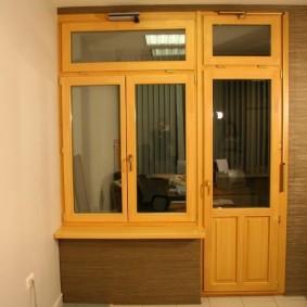 Деревянный балконный блок в двухкомнатной квартире