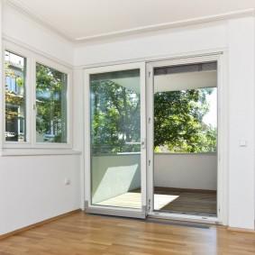 Портальные окна с прозрачными стеклами