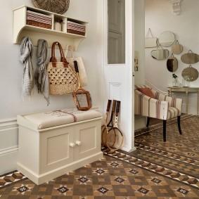 Комплект мебели в прихожую комнату городской квартиры