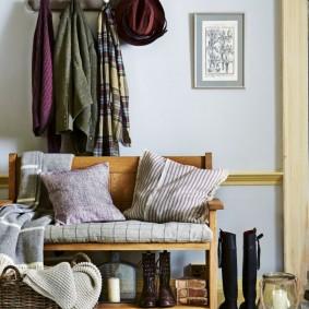 Деревянная скамейка с полочкой для обуви