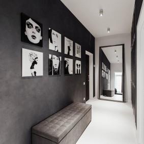 Напольное зеркало в конце серого коридора