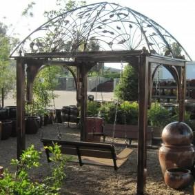 Ажурная крыша на садовой беседке