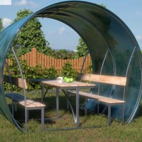 Садовый стол на металлическом каркасе
