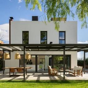 Двухэтажный загородный дом в современном стиле