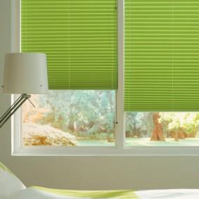Светло-зеленые шторы с мелкими складками