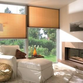 Практичные шторы на панорамных окнах