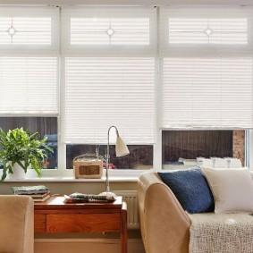 Самодельные шторы в интерьере жилой комнаты