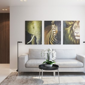 Модульные картины над раскладным диваном