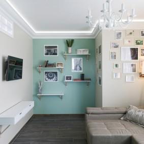 Декор фотографиями стен в гостиной комнате