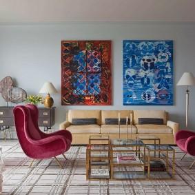 Яркий декор в гостиной смешанного стиля