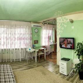 Зеленый потолок натяжного типа