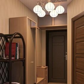 Узкий шкаф-пенал в прихожей двухкомнатной квартиры