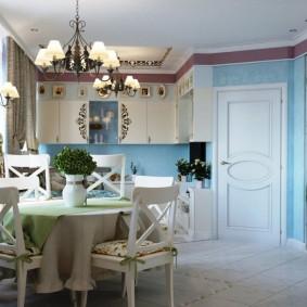 Деревянная мебель в кухне-гостиной
