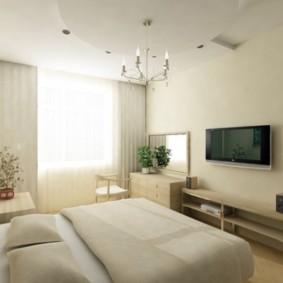 Светлая спальня с телевизором на стене