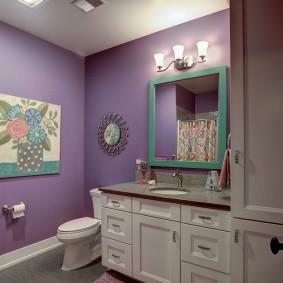 Ванная комната с деревянной мебелью