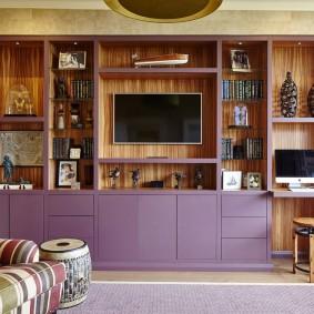 Сиреневая мебель в гостиной комнате