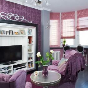 Уютная гостиная с камином в интерьере