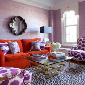 Красный диван раскладного типа