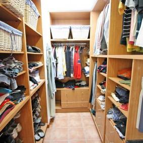 Семейный гардероб п-образной планировки