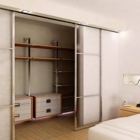 Купейные двери на гардеробе в нише
