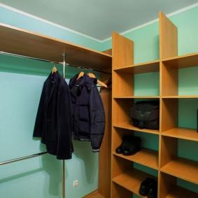 Мебель из ДСП в гардеробной комнате