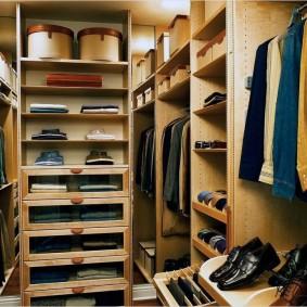 Хранение одежды и вещей в маленькой гардеробной
