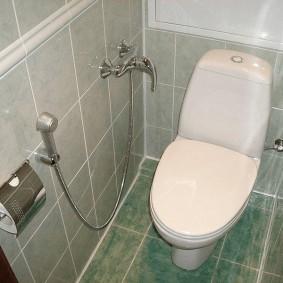 Компактный туалет с гигиеническим душем
